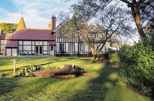Last Minute Cottages - Superb Ryde Apartment S14320