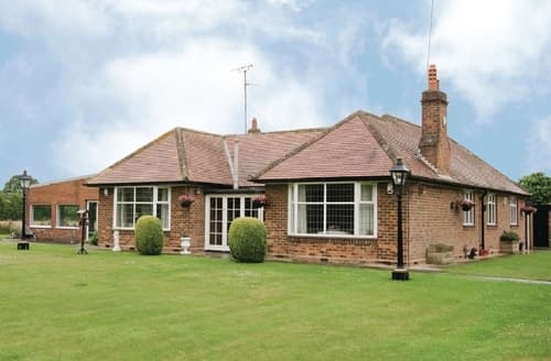 Last Minute Cottages - Lovely Claxton Cottage S15004