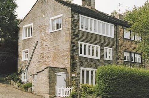 Last Minute Cottages - Delightful Haworth Cottage S15670