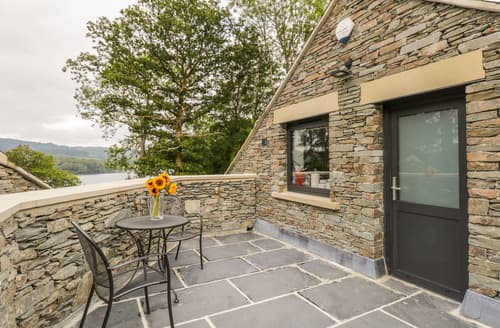 Last Minute Cottages - Lake View