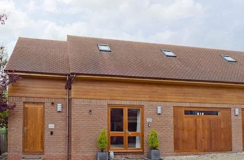 Last Minute Cottages - Lovely Stratford Upon Avon Apartment S50582