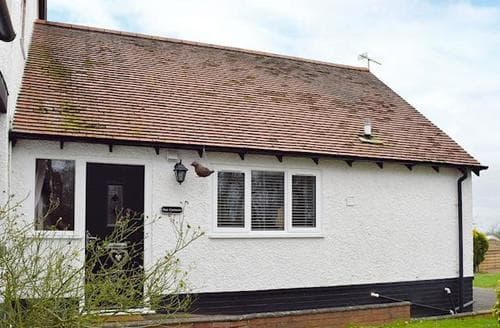 Last Minute Cottages - Exquisite Warwick Cottage S78242