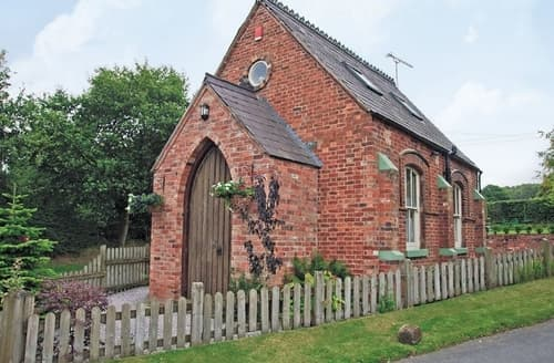 Last Minute Cottages - Cosy Stoke On Trent Cottage S16066
