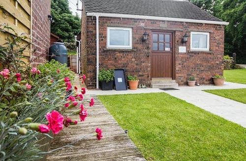 Last Minute Cottages - Stunning Stoke On Trent Cottage S70012