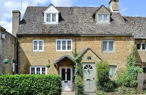 Last Minute Cottages - Attractive Bourton On The Water Cottage S16077
