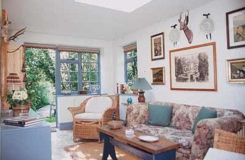 Last Minute Cottages - Inviting Bourton On The Water Lodge S16083