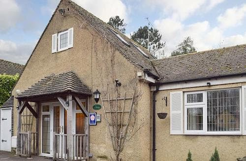 Last Minute Cottages - Stunning Bourton On The Water Cottage S77263