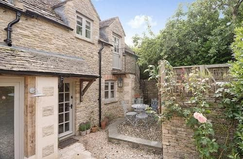 Last Minute Cottages - Adorable Bourton On The Water Cottage S61017