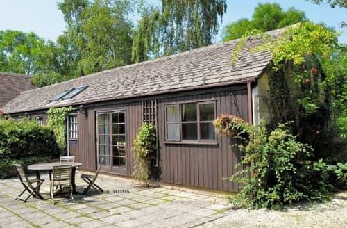 Last Minute Cottages - Beautiful Cheltenham Apartment S16102