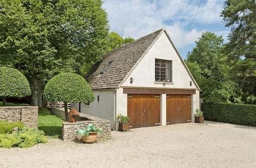 Last Minute Cottages - Cosy Cirencester Lodge S60005