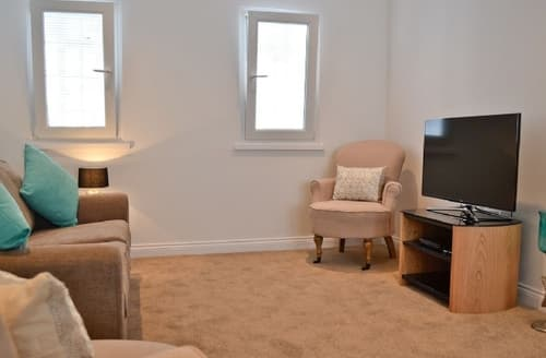 Last Minute Cottages - Tasteful Gloucester Apartment S38148