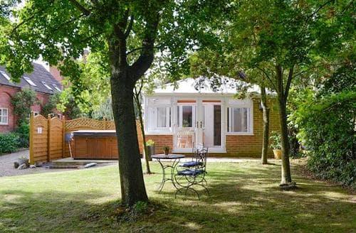 Last Minute Cottages - Gorgeous Gloucester Cottage S16243
