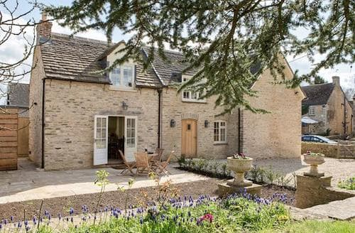 Dog Friendly Cottages - Hollywell
