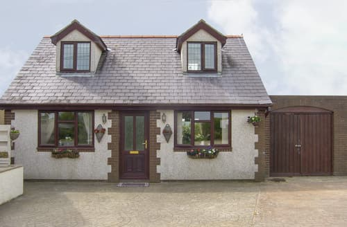 Last Minute Cottages - Rhiangwyn Cottage