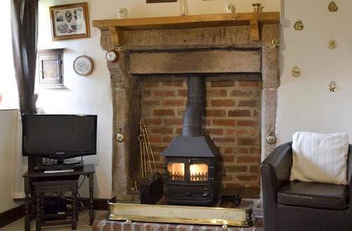 Last Minute Cottages - Cosy Brassington Cottage S71989