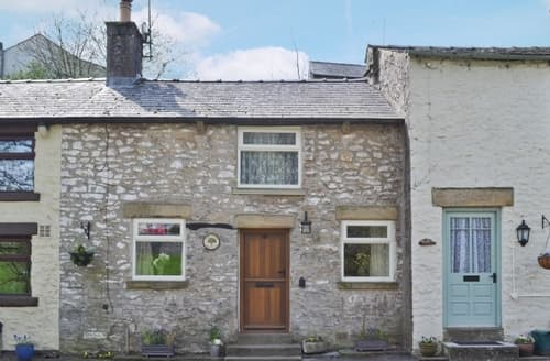 Last Minute Cottages - ASH TREE COTTAGE