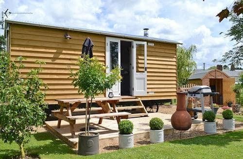 Last Minute Cottages - Barleywood Shepherds Hut