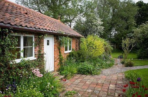 Last Minute Cottages - Tasteful Happisburgh Apartment S77449