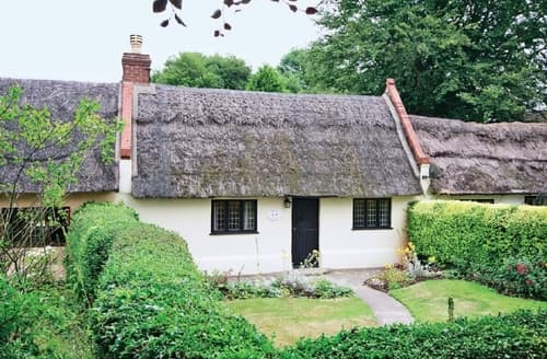 Last Minute Cottages - Cosy Horning Cottage S17359
