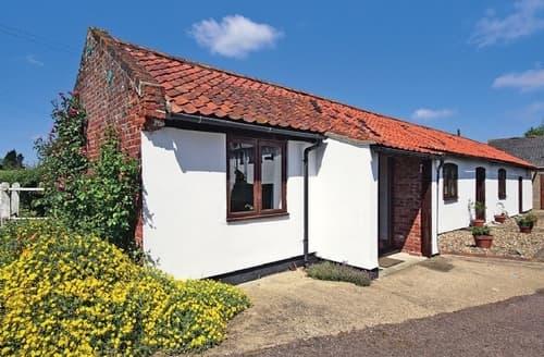 Last Minute Cottages - Adorable Beccles Cottage S17826