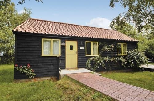 Last Minute Cottages - Beautiful Halesworth Cottage S17899