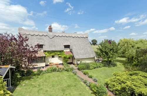 Last Minute Cottages - LONG THATCH COTTAGE