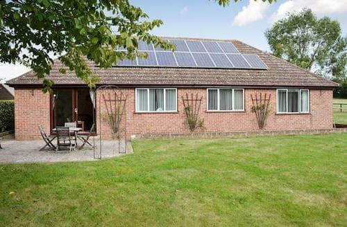 Last Minute Cottages - Gorgeous Sudbury Cottage S18051