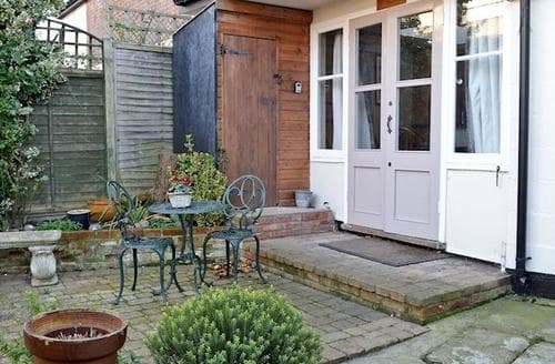 Last Minute Cottages - Inviting Colchester Cottage S73828