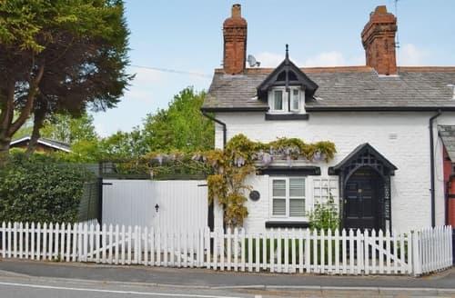 Last Minute Cottages - Gorgeous Chester Cottage S18159