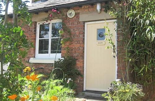 Last Minute Cottages - Charming Southport Cottage S74052