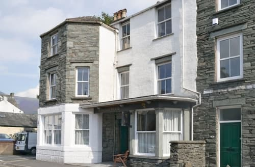 Last Minute Cottages - Easedale House Apts -Siskin