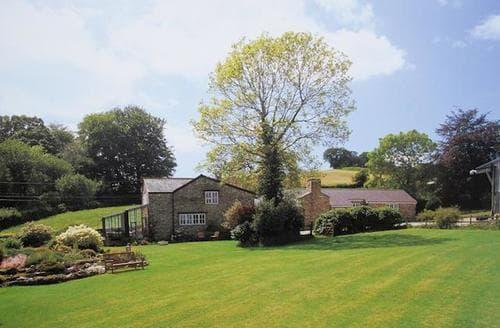 Last Minute Cottages - Blue Ball Lodge