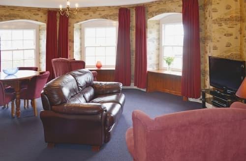 Last Minute Cottages - Wonderful Ilfracombe Apartment S19181