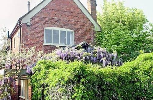 Last Minute Cottages - Charming Alcester Cottage S15903