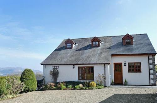 Last Minute Cottages - Quaint Llandrindod Wells Cottage S45521