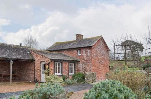 Last Minute Cottages - Cosy Welshpool Cottage S77128