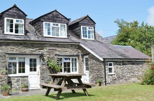Last Minute Cottages - Cosy Cardigan Cottage S21570