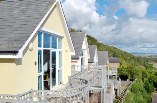 Last Minute Cottages - Stunning Laugharne And Llansteffan Apartment S41247