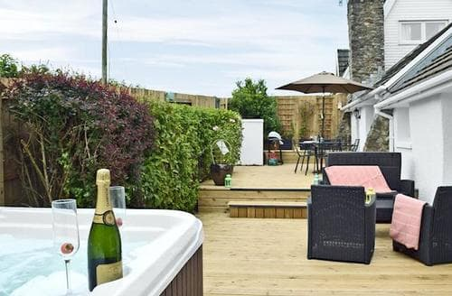 Last Minute Cottages - Inviting Haverfordwest Lodge S60518