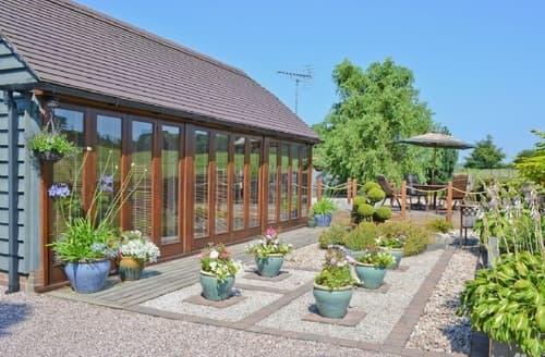 Last Minute Cottages - Wonderful Stoke On Trent Lodge S16075