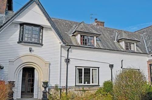 Last Minute Cottages - Quaint Beaumaris Apartment S22057