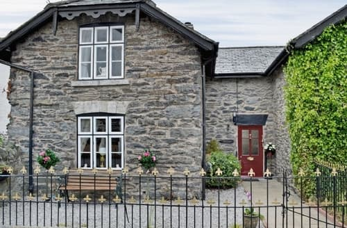 Last Minute Cottages - Beautiful Colwyn Bay Cottage S37666