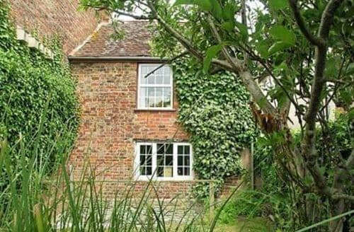 Last Minute Cottages - Lovely Gloucester Cottage S16238