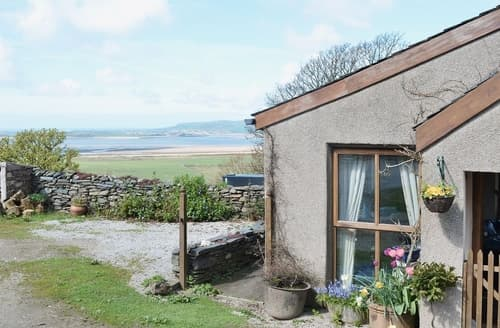 Last Minute Cottages - The Peat House