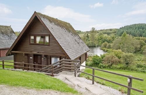 Last Minute Cottages - Cosy Sandyhills Lodge S23705