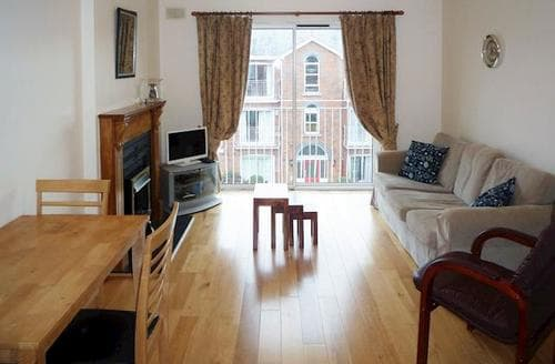 Last Minute Cottages - Stunning Ballsbridge Apartment S75257