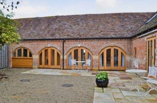 Last Minute Cottages - Cosy Evesham Cottage S16341