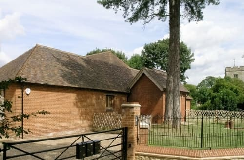 Last Minute Cottages - CHURCH BARN
