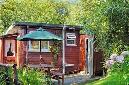 Last Minute Cottages - Luxury Crackington Haven Lodge S24631