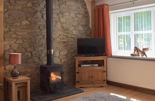 Last Minute Cottages - Yr Hafan